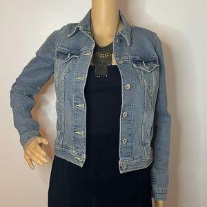 Vintage light wash Levi's stretchy Jean jacket!